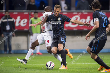 "Victor Ibarbo (Roma), Nemanja Vidic (Inter) - Football / Soccer : Italian ""Serie A"" match between Inter Milan 2-1 AS Roma at Stadio Giuseppe Meazza in Milan, Italy."