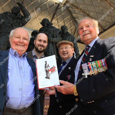 Shane Rimmer and Jamie Anderson with Flying Officer Ken Oatley (93) and Flying Lt George Dunn (92)