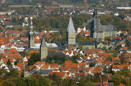 Aerial photo, from left to right St. Petri church, parish church Maria zur Hoehe, St. Patrokli-Dom Cathedral, Wiesenkirche Church, inner city, Soest, Kreis Soest, Soester Boerde, South Westphalia, North Rhine-Westphalia, Germany, Europe