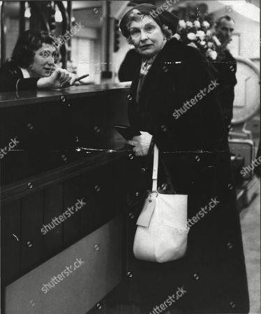 Mrs Theodore Barclay At London Heathrow Airport On Her Way To Prevent The Wedding Of Her Daughter Lavinia Lambton To Robin Byrd. Box 0554 020215 00395a.jpg.