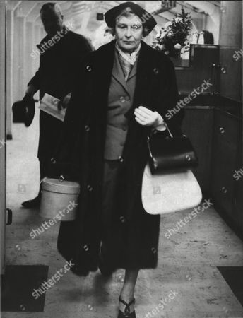 Mrs Theodore Barclay At London Heathrow Airport On Her Way To Prevent The Wedding Of Her Daughter Lavinia Lambton To Robin Byrd. Box 0554 020215 00396a.jpg.