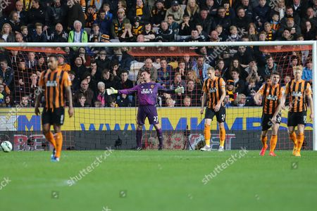 Steve Harper of Hull City gestures in frustration after conceding the second goal