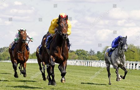 AGENT MURPHY (Jimmy Fortune) beats FELIX MENDELSSOHN (left) and WINTER THUNDER (right) in The Carey Group Buckhounds Stakes Ascot