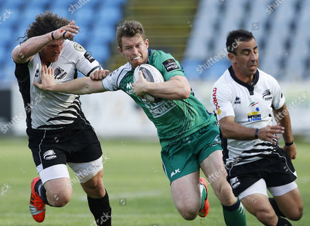 Connacht's Matt Healy with Mauro Bergamasco and Luciano Orquera of Zebre