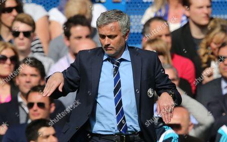 Chelsea Manager Jose Mourinho does Tommy Cooper Impression