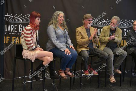 Reya Hart, Trixie Garcia, Bill Kreutzmann,   Bob Weir