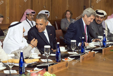 Barack Obama talks to Sheikh Mohammed Al Khalid M Al Sabah of Kuwait while Secretary of State John Kerry talks to Sheikh Tamim bin Hamad Al Thani, Amir of the State of Qatar during a working lunch at the Gulf Cooperation Council
