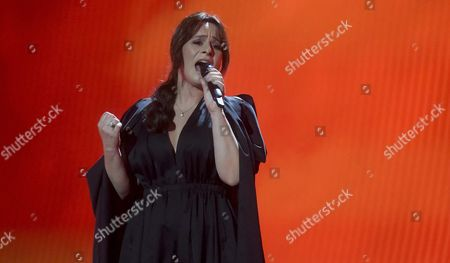 """Trijntje Oosterhuis, Netherlands' entry for the Eurovision Song Contest, performs her song """"Walk Along"""""""