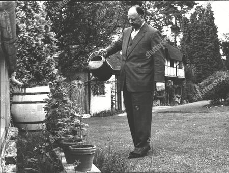 Dr Richard Beeching M.p. In His Garden. Box 0557 040315 00064a.jpg.
