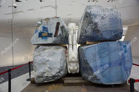 Italy Pavilion, sculpture of Jennifer Statuary by Vanessa Beecroft 2015