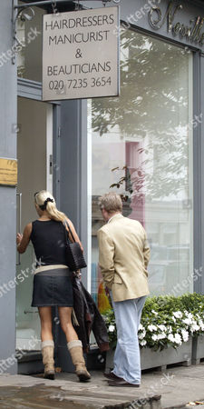 ZOE LUCKER AND BRIAN PARK ARRIVING AT 'NEVILLES' HAIRDRESSERS IN CHELSEA