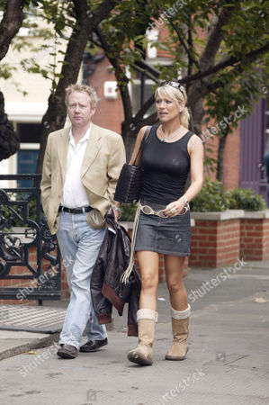 BRIAN PARK AND ZOE LUCKER ON THEIR WAY TO 'NEVILLES' HAIRDRESSERS IN CHELSEA