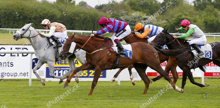 Jacob's Son and Andrew Mullen (no 1) winning The Totejackpot Handicap Stakes from Chapter And Ben Mount (the grey) Leicester