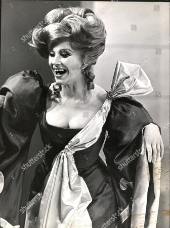 Fenella Fielding Actress In The Play 'an Italian Straw Hat' At The Chichester Festival Theatre. Box 0563 140515 00176a.jpg.