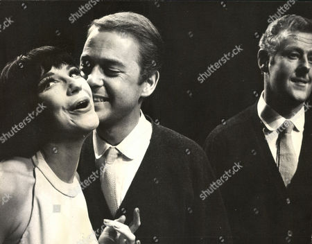 L-r: Fenella Fielding John Standing And Jeffrey Gardiner In The Play 'so Much To Remember' At The Vaudeville Theatre. Box 0563 140515 00180a.jpg.