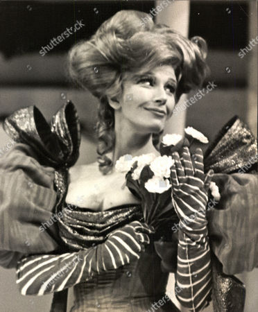 Fenella Fielding Actress In The Play 'an Italian Straw Hat' At The Chichester Festival Theatre. Box 0563 140515 00186a.jpg.