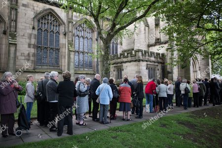Queue for the service