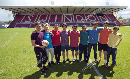 Matt Lapinskas (centre) during the kick about at Swindon's County Ground