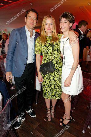 Stock Photo of Clive Owen, Antonia O'Brien and Laura Jackson