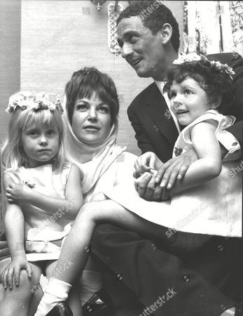 Wedding Of Jazz Singer Annie Ross To Actor Sean Lynch At Paddington Register Office Pictured With Their Bridesmaids Cathryn Harrison And Sharon Kinsey. Box 0567 070415 00295a.jpg.