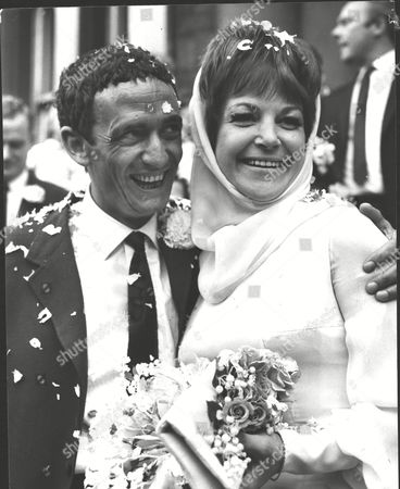 Wedding Of Jazz Singer Annie Ross To Actor Sean Lynch At Paddington Register Office. Box 0567 070415 00296a.jpg.