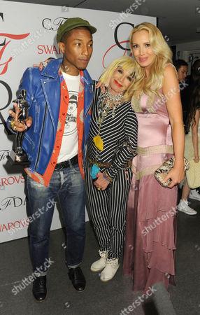 Stock Photo of Pharrell Williams, Betsey Johnson and Lulu Johnson