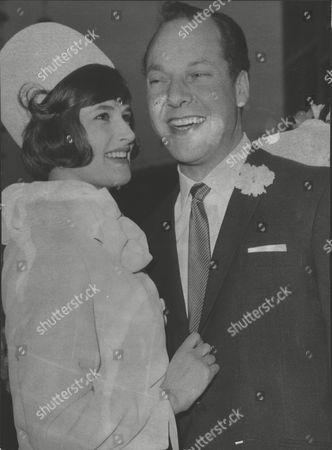 Wedding Of Actor Harry Towb To Miss Diana Hoddinott At Caxton Hall. Box 0567 070415 00071a.jpg.