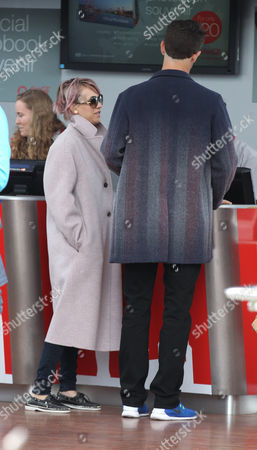 Kaley Cuoco and Ryan Sweeting queue for their official picture on the London Eye