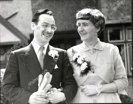 Editorial picture of Monty Soloff Wembley North Labour Party Agent With His Bride Betty Turner. Box 0571 210515 00389a.jpg.