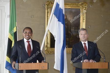 Tanzanian president Jakaya Mrisho Kikwete meets Finnish counterpart Sauli Niinistö (r)