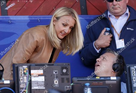 Stock Photo of Paula Radcliffe talks to Steve Backley before the meeting
