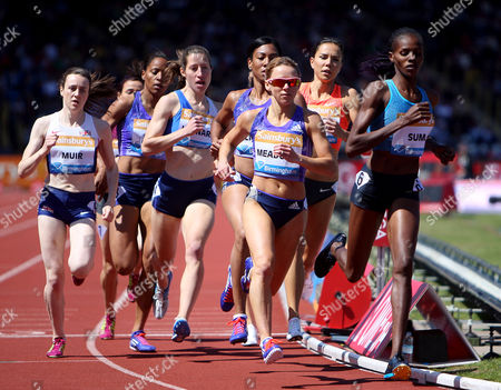 Jenny Meadows and Laura Muir in the womens 800m final.