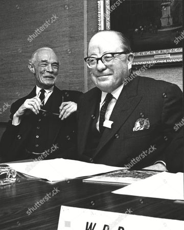 David Robarts (right) Chairman Of National Provincial Bank And Duncan Stirling Chairman Of The Westminster Bank. Merger Story. Box 0572 290515 00099a.jpg.