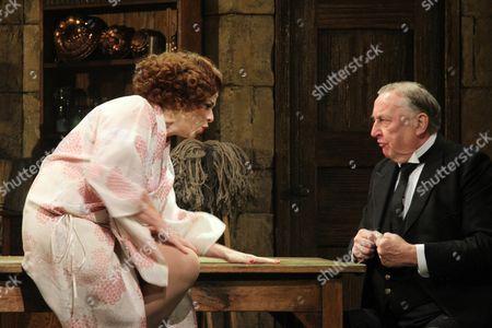 Sally Ann Triplett as Billie Dore and Desmond Barrit as Keggs