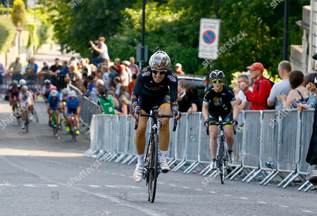 Dani King of Wiggle Honda lapping other riders on the hill leading to Royal Crescent.