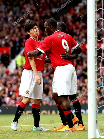 Dwight Yorke and Andy Cole congratulate Ji-Sung Park after scoring his goal