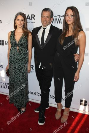 Kenneth Cole and daughters Emily Cole and Catie Cole