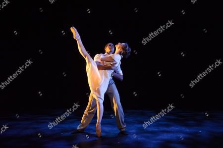 Fractured Memory, choreographed by Max Westwell. The dancers are: Laurretta Summerscales, Madison Keesler, Katja Khaniukova, Jinhao Zhang, Daniele Silingardi, Junor Souza