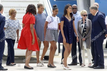 Michelle Obama with daughters Sasha Obama and Malia Obama, the nephew and the mother Mrs Marian Robinson