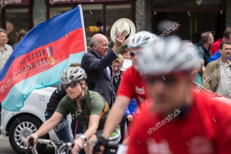 Richard Dannatt saluting riders on Windsor High Street