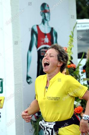 Jane Tomlinson finishes the Gatorade, Half Ironman Triathlon.