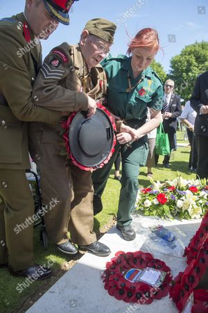 99 Year Old Ken Scott Of The Durham Light Infantry Laying A Wreath And Saluting At The Bayeux Cemetery.the Service Of Remembrance At The Commonwealth War Graves Commission Cemetery In Bayeux. 70th D-day Anniversary.