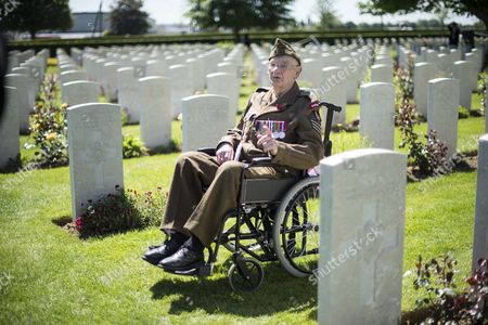 Service Of Remembrance At The Commonwealth War Graves Commission Cemetery In Bayeux. Pic Shows 99 Yr Old Ken Scott Of The Durham Light Infantry