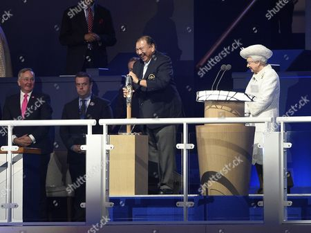 2014 Commonwealth Games Opening Ceremony Celtic Park Glasgow Scotland. Prince Imran Of Malaysia Has Trouble Opening The Baton With Queen Elizabeth Ii Looking On.