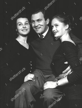 Terry Scott Actor With Shirley Ann Bell (l) And Jennifer Walker (r) Two Members Of The Chorus Of The Chelsea Revue At Chelsea Palace. Box 0575 030615 00029a.jpg.