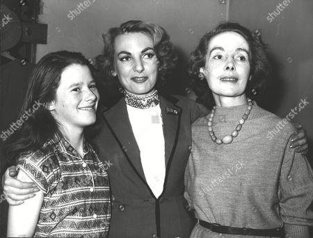 Actress Delphi Lawrence (centre) With Her Mother Mrs Lionel Leslie And Stepsister Leonie Leslie In Dressing Room At The Lyceum Theatre Edinburgh. Box 0581 120615 00199a.jpg.