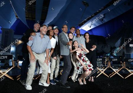 Brent Spiner, Judd Hirsch, Vivica A. Fox, Bill Pullman, Roland Emmerich, Jeff Goldblum, Liam Hemsworth, Maika Monroe, Grace Huang, Jessie Usher, Sela Ward