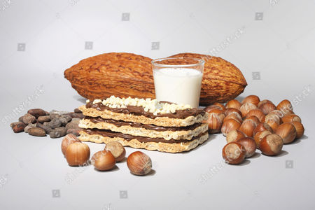 Nougat slice with milk, cacao pods and hazelnuts