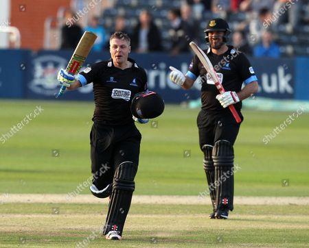 Sussex's Luke Wright and Sussex's Michael Yardy celebrates hitting the winning runs