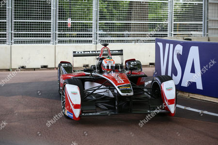 Karun Chandhok getting close to the wall during the FIA Formula E Visa London ePrix at Battersea Park, London